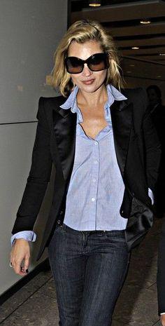 black blazer, chambray shirt, dark jeans (OR black shirt, denim jacket and stonewashed jeans) or maybe not...