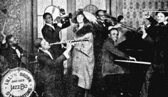 Lillyn Brown and her Jazzbo Syncopaters 1921 - (Photo)