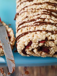 Ricardo Cuisine helps you find that perfect recipe for sweet snacks. Chocolate Log, Chocolate Sweets, Chocolate Recipes, Snacks To Make, Easy Snacks, Rice Krispies, Barres Dessert, Just Desserts, Dessert Recipes