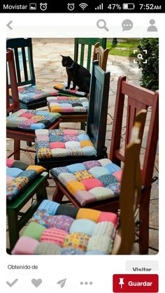 If you need to recover dining chairs or stools, or even make cushions for hard chairs and outdoor furniture, these patchwork seat cushions are wonderful. Sewing Pillows, Diy Pillows, Sewing Crafts, Sewing Projects, Diy Projects, Manta Quilt, Puff Quilt, Chair Covers, Seat Covers