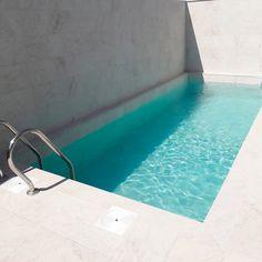Small Pool Design, Casa Patio, Modern Pools, Small Pools, House Goals, White Stone, Pool Designs, Swimming Pools, Villa