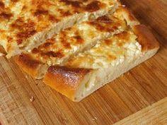 Khachapuri, česky chačapuri, je gruzínský chléb, který se na vesnicích podává k snídani a ve městech se dá koupit kdekoli u stánku. Názvy,...