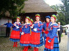 National dress of Poland. Delicate lacing, embroidery, bright stripes, and impressive headdresses Steve Mccurry, Polish People, Polish Language, Costumes Around The World, Polish Recipes, Polish Food, Folk Clothing, Folk Dance, Folk Costume
