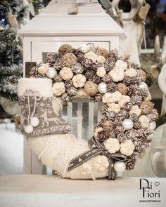 Rose Gold Christmas Decorations, Christmas Advent Wreath, Christmas Flower Arrangements, Xmas Wreaths, Christmas Centerpieces, Christmas Baubles, Xmas Decorations, Winter Christmas, Modern Christmas