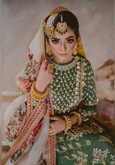 We are totally Crushing over this stunning bride, from her flawless makeup to that beautiful jewellery, everything is just perfect! Pakistani Formal Dresses, Pakistani Wedding Outfits, Pakistani Dress Design, Bridal Outfits, Indian Dresses, Indian Outfits, Punjabi Wedding, Mehndi Outfit, Bridal Mehndi Dresses