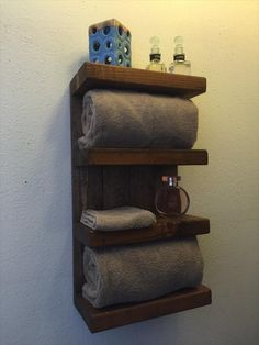 DIY Pallet and Barn Wood #Bathroom #Shelf | Pallet Furniture DIY