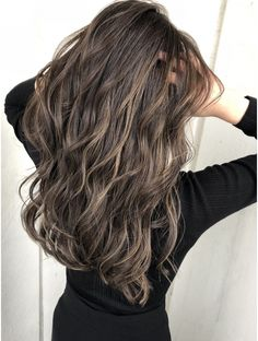 Golden Brown Balayage - 20 Best Golden Brown Hair Ideas to Choose From - The Trending Hairstyle Golden Brown Hair Color, Brown Hair Shades, Brown Hair With Blonde Highlights, Chocolate Brown Hair Color, Brown Hair Colors, Hair Highlights, Non Blondes, Bronde Hair, Hair Looks
