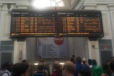 Danneggiati nella notte i cavi di alimentazione dei sistemi di controllo della circolazione dei treni sulla linea Milano – Genova, tra le stazioni di Pavia e S. Martino/Cava Manara. Il danno, provo…