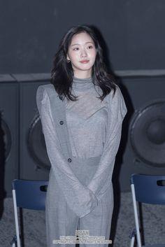 Kim Go Eun, Korean Celebrities, Korean Actresses, Most Beautiful Women, Medium Hair Styles, Korean Girl, Cool Girl, Korean Fashion, Winter Fashion