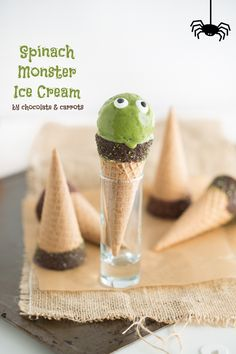 Spinach Ice Cream with vanilla and banana for a yummy Halloween party treat! | @chocandcarrots