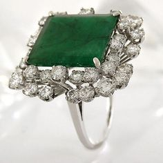 Ring in 585/- White Gold with 1 Large Emerald + 40 Diamonds approx 4,00 CT