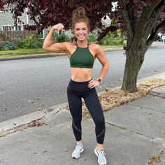 Cute Workout Outfits, Womens Workout Outfits, Women Workout Clothes, Cute Gym Clothes, Running Outfits, Fitness Outfits, Foto Sport, High Neck Sports Bra, Fitness Inspiration Body
