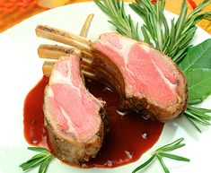 jehněčí s brusinkovou omáčkou Steak, Food, Essen, Steaks, Meals, Yemek, Eten