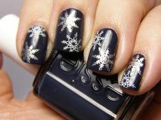 Grey Snow Nails
