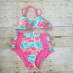Shop Women's aerie Blue Pink size XS Bikinis at a discounted price at Poshmark. Description: In great condition! Bottoms are size XS, top is padded push up and size 34B  Hook closure strap in back of top. Sold by aglaser92. Fast delivery, full service customer support.