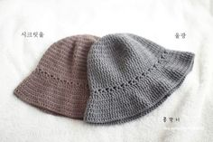 데일리 코바늘 모자 / 벙거지 모자 /도안 : 네이버 블로그 Crochet Beanie Hat, Beanie Hats, Knitted Hats, Crochet Designs, Crochet Patterns, Crochet Baby, Knit Crochet, Left Handed Crochet, Sombrero A Crochet