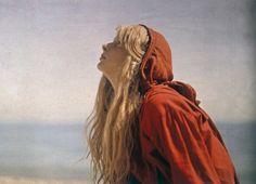 1913 color photos reveal vivid reds like you've never seen