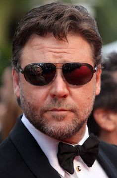 Russell Crowe -- Love the reflection