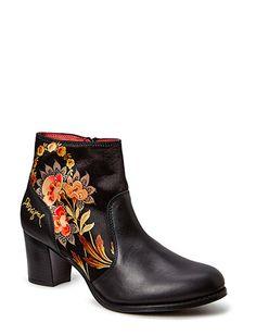 Desigual Shoes Shoes Cris 2 (Negro) nu online te koop voor slechts 79.20 € bij Boozt.com - De nieuwe collecties zijn binnen! Veilig online winkelen bij Boozt.com.