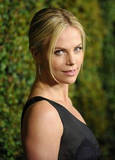 Charlize Theron at an event for Young Adult Vespa Images, Mighty Joe, Charlize Theron Photos, The Italian Job, The Devil's Advocate, Atomic Blonde, Gorgeous Makeup, For Stars, American Actress