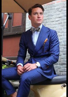 Bule Double Breasted Suits Custome Made Terno Slim Fit Masculino Wedding Formal Blazer Handsome (Jacket+Pant+Tie+Handkerchiefs) Gentleman Mode, Gentleman Style, Gentleman Fashion, Sharp Dressed Man, Well Dressed, Mens Fashion Suits, Mens Suits, Fashion Menswear, Costumes Bleus