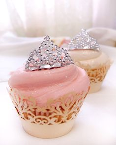 princesstingles: daddy-brandon: distresseddreamer: Glitter and tiarasa? Princess cupcakes for Princess Day. princesstingles Just for you ^_^ Yay! Pretty Cupcakes, Pink Cupcakes, Yummy Cupcakes, Cupcake Cookies, Ladybug Cupcakes, Snowman Cupcakes, Cupcake Wars, Sweet Cupcakes, Biscuits