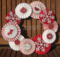 Sparkly Christmas wreath-front and back views Decor Crafts, Christmas Crafts, Christmas Decorations, Diy Crafts, Christmas Ornaments, Paper Rosettes, Paper Flowers, Christmas Makes, Christmas Diy