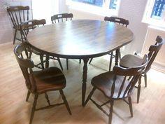 Pöytä ja kahdeksan tuolia Dining Table, Furniture, Home Decor, Egg, Dinning Table, Interior Design, Dining Rooms, Home Interior Design, Arredamento