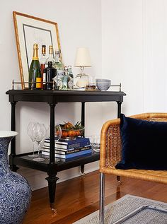 Social media maven Amy Stonerecently recruited the stylish folks over atOne Kings Lane to help designher Manhattan apartment and the resultsare splendid to say the least. The small but smart space is trimmedinpreppy stripes, nautical accents, and all things blue and white. I'm especially lovingthe mix of beachychic rattan besidesophisticatedchinoiserie. Lucky for the rest of …