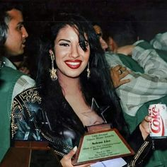 Selena Quintanilla Perez, Divas, Selena And Chris, Celebrity Makeup Looks, Marilyn Monroe Photos, Doja Cat, Girl Photo Poses, Gal Gadot, American Singers