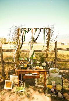 Una altra decoració d'un casament rústic-country! La taula és petitona i la resta d'elements amb tocs ocre.