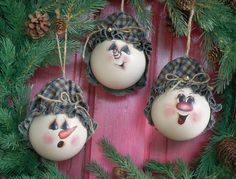 Crafts 'n things : Projects : Details : country-snowmen-ornaments. You could paint old baubles white to create these Painted Christmas Ornaments, Handmade Ornaments, Christmas Art, Christmas Bulbs, Christmas Decorations, Lightbulb Ornaments, Christmas Craft Projects, Holiday Crafts, Snowman Faces