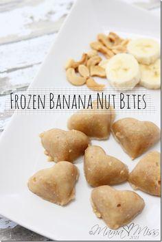 Tastes like banana bread. Frozen Banana Nut Bites // no bake :: ripe bananas, cashews, peanuts, honey via Mama Miss Healthy Desserts, Raw Food Recipes, Snack Recipes, Cooking Recipes, Yummy Snacks, Yummy Food, Dessert Sans Gluten, Banana Nut, Banana Bites