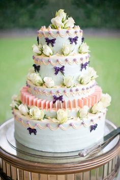 Stunning vintage inspired wedding cake
