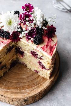 Vegan Blackberry and Gin Cake Vegan Blackberry and Gin Cake Cut Open # Baking Recipes, Cookie Recipes, Dessert Recipes, Food Cakes, Cupcake Cakes, Fruit Cakes, Vegan Fruit Cake, Cake Mix Cookies, Cream Cookies