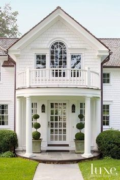 Dream House: This is a Palladian window, I know this because it. Palladian Window, Interior Design Magazine, White Houses, Home Fashion, Curb Appeal, My Dream Home, Exterior Design, Colonial Exterior, Future House