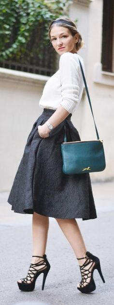 The fashion structured pleated skirt is so beautiful!