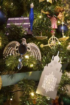 Deco Noel Harry Potter, Magie Harry Potter, Décoration Harry Potter, Harry Potter Wedding, Harry Potter Birthday, Harry Potter Christmas Decorations, Harry Potter Christmas Tree, Hogwarts Christmas, Harry Potter Halloween
