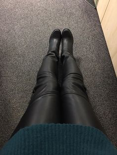 Petrol color and leather pants #leatherboots #leathertrousers #petrolcolor #winteroutfit #winterfashion