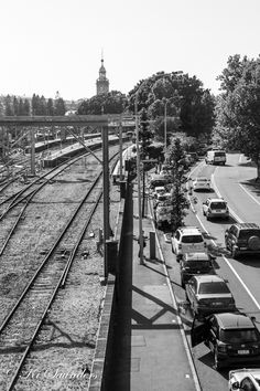 L3M1AS1 Part B News Article, the cutting of the rail line into Newcastle, and replacing it with light rail on the road beside it. This shot captures the busy main road in town where the light rail will compete with traffic less than 10 metres from the current line! M Mode, Hand held, WB daylight, ISO 100, 39mm, f/5.6, 1/500