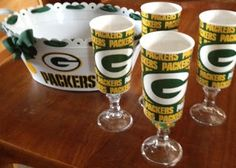 Some great ideas and DIY crafts to enhance your Football Party! Football Party Foods, Football Crafts, Football Parties, Packers Wreath, Nfl Packers, Man Party, 40th Birthday Parties, Green Bay, Event Design