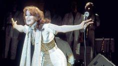 Sie war die Dunkelhaarige: Anni-Frid Lyngstad von Abba beim Konzert in Hamburg am 10. Februar 1977.