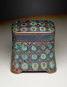 Decorative Boxes : Peter Karner Pottery…a fun play of glazes. I love this idea for glazing. Hand Built Pottery, Slab Pottery, Ceramic Pottery, Pottery Art, Ceramic Boxes, Ceramic Jars, Ceramic Clay, Earthenware, Stoneware