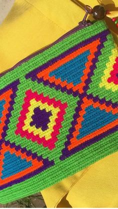 Crochet Motifs, Crochet Stitches Patterns, Loom Patterns, Crochet Yarn, Stitch Patterns, Boho Tapestry, Tapestry Bag, Tapestry Crochet, Crochet Clutch Bags