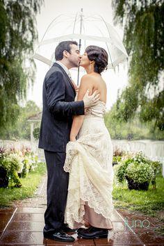 My rainy wedding at Auberge des Gallant - by Juno Photo