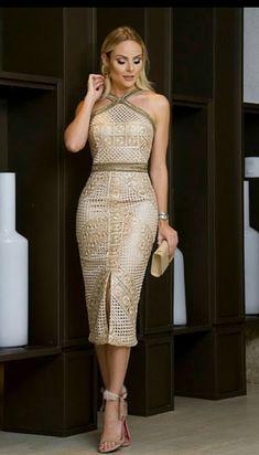 Foto, with a different shoe . Elegant Dresses, Sexy Dresses, Beautiful Dresses, Dress Outfits, Short Dresses, Fashion Dresses, Prom Dresses, Formal Dresses, Golden Dress