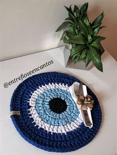Talisman Eye pattern by Slipstitch Hollow Free Crochet Bag, Crochet Eyes, Crochet Home, Love Crochet, Crochet Gifts, Knit Crochet, Crochet Placemats, Crochet Doilies, Crochet Basket Pattern