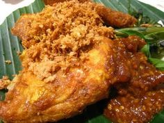 Ayam Penyet (Smashed Fried Chicken served with sambal, deep fried tofu and tempeh) Malaysian Cuisine, Malaysian Food, Malaysian Recipes, Deep Fried Tofu, Indonesian Cuisine, Indonesian Recipes, Malay Food, Fried Chicken Recipes, Pork Tenderloin Recipes