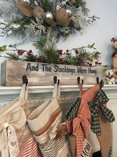 Christmas Yard Art, Christmas Blocks, Christmas Swags, Rustic Christmas, Christmas Stockings, Christmas Diy, Christmas Table Centerpieces, Country Christmas Decorations, Farmhouse Christmas Decor