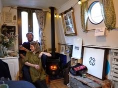 Your Home is Lovely: interiors on a budget: Real homes: a central London houseboat, frugally styled Canal Barge, Canal Boat, Barge Interior, Narrowboat Interiors, Houseboat Living, Living On A Boat, Build Your Own Boat, Boat Stuff, Floating House